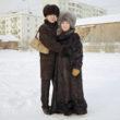 Žeņa ar savu stāvoklī esošo līgavu Miju, Jakutska
