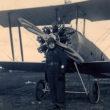 Fotogrāfs A. Berķis lidotāja tērpā pie lidmašīnas. 1926./1927. gads. Foto no Latvijas Fotogrāfijas muzeja krājuma