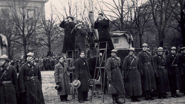 Fotogrāfi pasākuma laikā Esplanādē. 1930. gadi. Foto no LFM krājuma