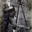 Nezināms fotogrāfs ar fotokameru. Ap 1905. gadu. Foto no Latvijas Fotogrāfijas muzeja krājuma