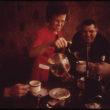 Deivids Hisers (Hiser, David), Policijas darbinieki pēc darba aukstajā rīta izbauda karstu kafiju kafejnīcā (01/1973)