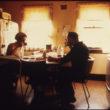Brūss Bispings (Bisping, Bruce), Misters un misis Valeisi A. Volfi. Vīrs ēd brokastis pirms došanās uz darbu kā automašīnas mehāniķis (10/1974)