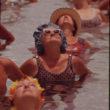 Flips Šulke (Schulke, Flip), Iedzīvotāji piedalās ikdienas sporta nodarbīnās vienā no publiskajiem baseiniem Century Village pansionātā