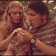Marks Saint Džils (St. Gil, Marc), Sieviete un vīrietis smēķē zāli piknikā Ciedru mežā netālu no Līkejas, Teksasā (05/1973)