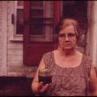 Ēriks Keloniass (Calonius, Erik), Strādniece Marija tur rokās burku ar nedzeramu ūdeni, kas nāk no viņas akas. Viņa ir tikko aizpildījusi iesniegumu tiesā pret Hanna Coal kompāniju (10/1973)