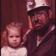 Džeks Korns (Corn, Jack), Ogļracis Veins Gipsons ar savu meitiņu (12/1974)