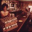 Deivids Hisers (Hiser, David), Tukšas Tērauda alus un bezalkoholisko dzērienu kārbas, savāktas no dažādām vietām netālu no Taosas, Ņūmeksikā. Šīs kārbas tika izmantotas eksperimentālo māju būvniecībā