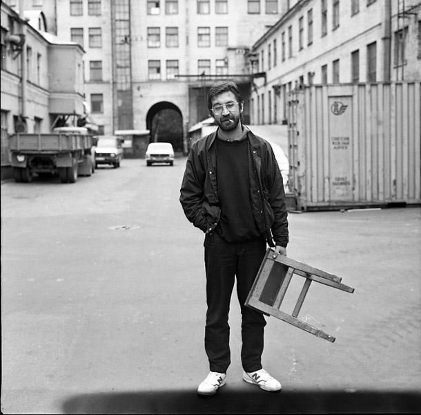 Jurijs Sevčuks Ļenfilm pagalmā. Foto - O. Moisejeva