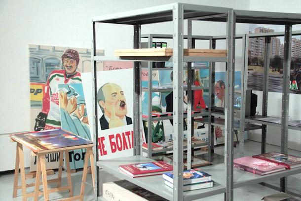 """Marinas Napruškinas projekts """"Anti-propagandas birojs"""" Viļņā. Foto - Dima Belušs"""