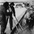 Uģis Niedre. Upesciema zvejnieki ziemas zvejā Juglas ezerā, 1983