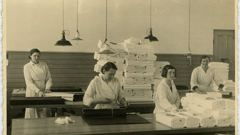 Rīgas Manufaktūras rūpnīca. Strādnieces, 1939 (Oriģināla glabātājs- Latvijas Nacionālā bibliotēka)
