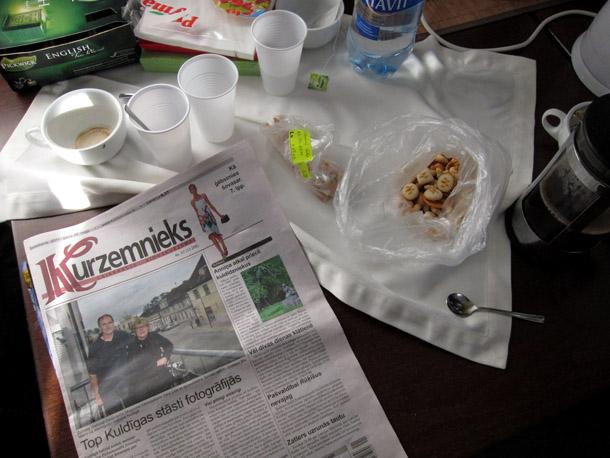 """Informācija par National Geographic meistardarbnīcu nokļuva uz Kuldīgas laikraksta """"Kuzemnieks"""" vāka. Foto - Arnis Balčus"""