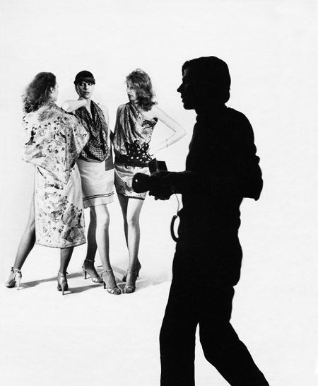 Mode I (Jānis Kreicbergs un modeles). Foto - Ilga Sūna. 20. gs. 70. gadu beigas