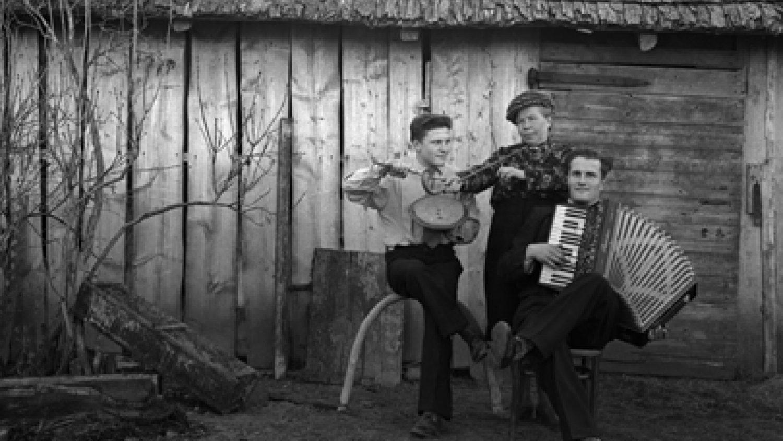 Verners Lazdiņš. Kāzu muzikanti Caunēs Ogres rajonā, 1959