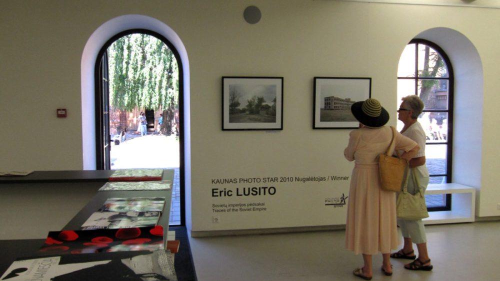 Pērnā gada Kauņas fotozvaigznes Ērika Lusito izstāde Kauņas fotogalerijā. Foto - Arnis Balčus
