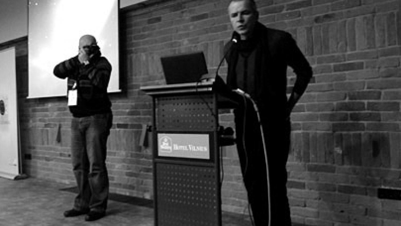 Jurijs Kozirevs (pa labi) seminārā Viļņā. Foto - Arnis Balčus