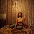 """Rafals Milahs. Nastja pozē portretam. No sērijas """"7 istabas""""."""