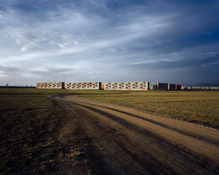 Ēriks Lusito. Militārā pulka bāze, Mongolija