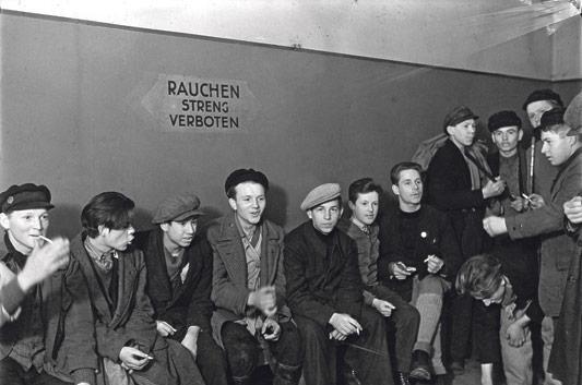 Leo Rozentāls. Uzgaidāmā telpa bezpajumtnieku jauniešu hostelī, 1932