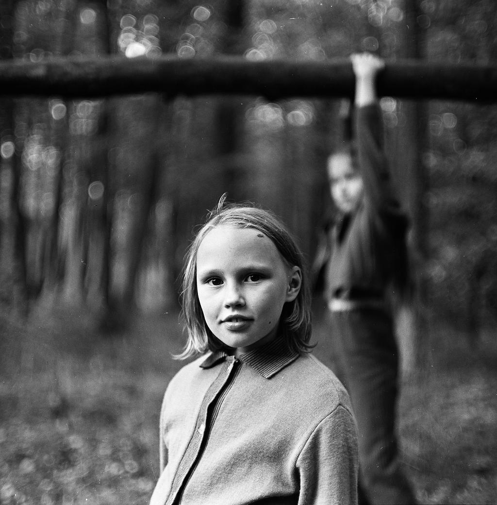 Māra Brašmane. Meitene parkā. 1976