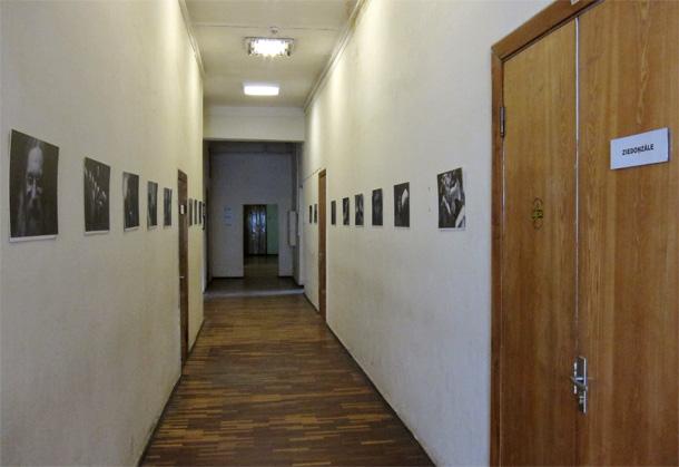 """Jāņa Indāna izstāde """"Laikabiedri"""" Rakstniecības un mūzikas muzejā"""