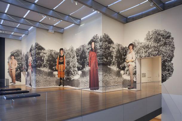 Skats no Sindijas Šērmanes izstādes Modernās mākslas muzejā