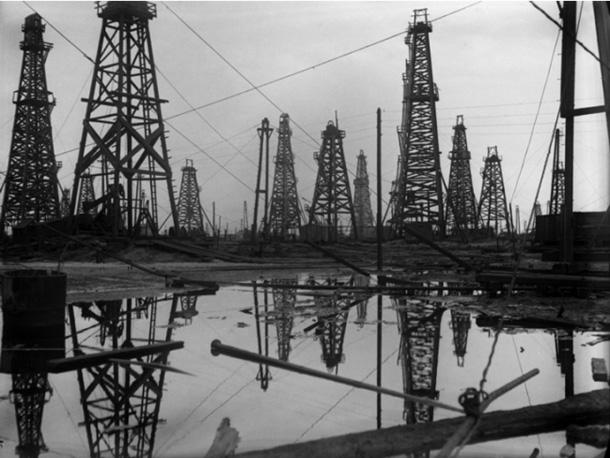 Arkādijs Šajhets. Naftas torņi ūdenī. Baku, 1929