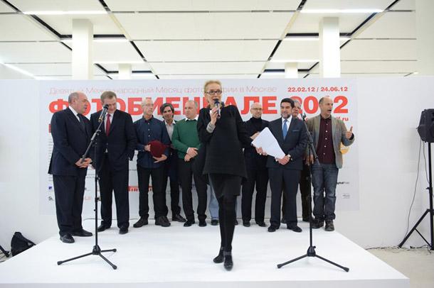 Fotobiennāles atklāšana. Centrā - biennāles direktore Olga Sviblova. Foto - Antons Galeckis