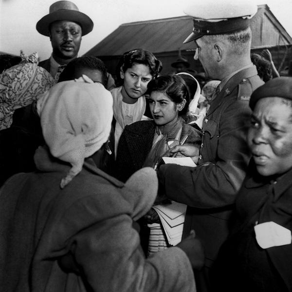 Jirgens Šādebergs. Policija arestē 29 Sieviešu līgas pārstāves par demonstrāciju pret likuma pieņemšanu, kurš ierobežoja kustības brīvību bez speciālas atļaujas. 1952. gada 26. augusts
