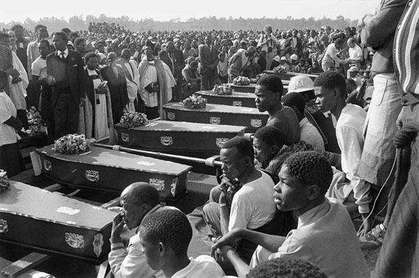 Žila de Fliha. Zārku rinda bērēs Kvathemā, Gautengā. 1985. gada 23. jūlijs