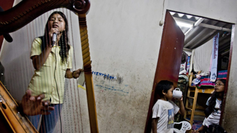 Makss Kabello. Meitenes grib dziedāt!