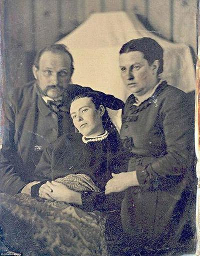 Nezināms autors. Viktorijas laikmeta ģimenes portrets. 19.gs. beigas