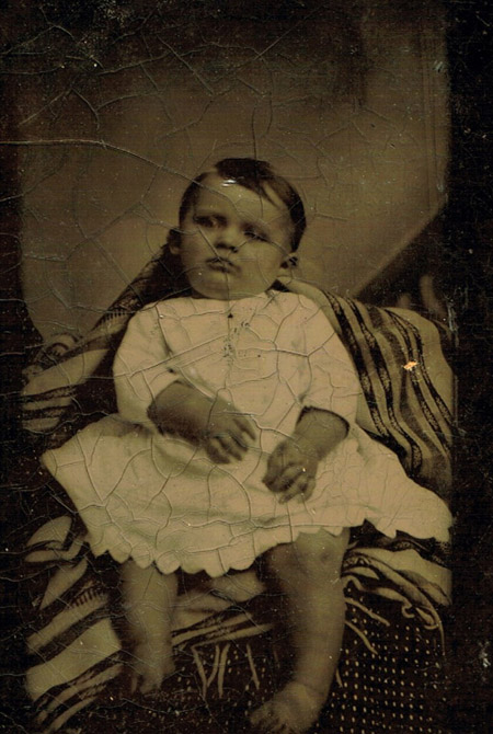 Nezināms autors. Bērna pēcnāves portrets. 20.gs. sākums