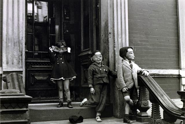 Helen Levitt. New York, c. 1942