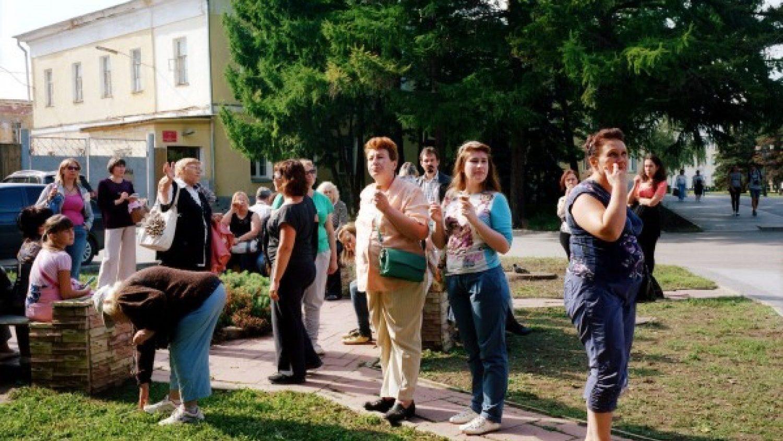 Ieva Epnere. Tūristu grupa klausās gides stāstījumu, Ņižņijnovgoroda
