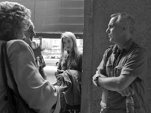 Pols Hansens (pa labi) pēc lekcijas Splendid Palace Rīgā. Foto - Annija Vītoliņa