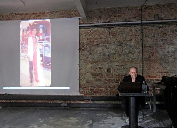 Joahims Šmits lekcijā stāsta par saviem darbiem. Foto - Arnis Balčus
