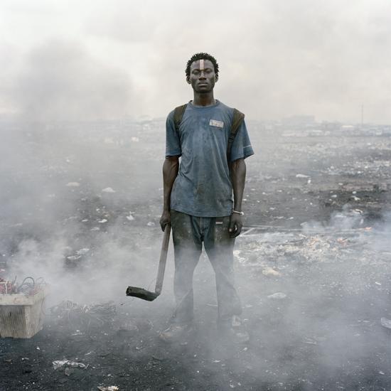 Pīters Hugo. Aisahs Salifu, Agbogbloši tirgus, Agra, Gana, 2010