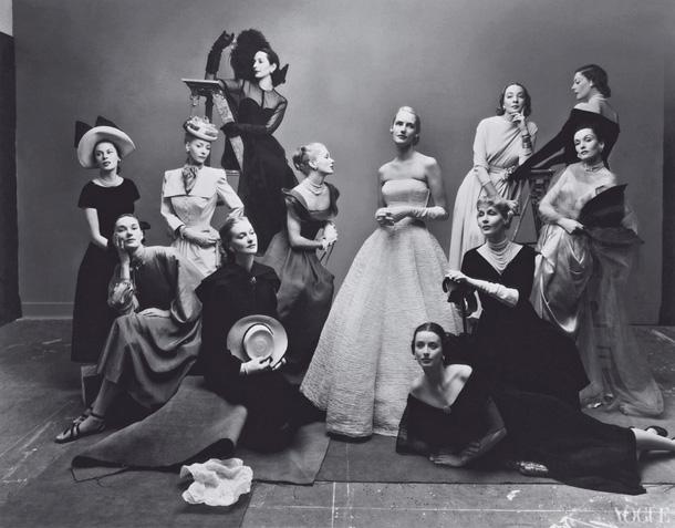 12 skaistules, 1947. Foto - Ērvings Penns