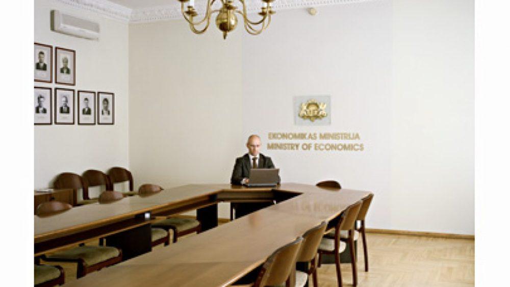 Ekonomikas ministrs atbild uz lasītāju jautājumiem. Foto - Arnis Balčus