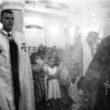 Linda Dorigo. Ēģipte, Deir Abu Hennis, Jūlijs 2012. Lielākā daļa ciemata kristiešu ir pareizticīgie. Te atrodas arī neliela katoļu baznīca un starp abām kopienām valda lieliskas attiecības. Tādās svinībās kā kāzas vai kristības baznīcu pārstāvji apciemo viens otru.