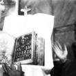 Linda Dorigo. Jeruzāleme, Decembris 2012. Antīka Bībeles versija Etiopiešu baznīcā netālu no Damaskas vārtiem.