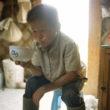 Mikele Palaci. Mongolija, Gobi, Omongovi, 2012. Munkhduls atpūšas, dzerot tēju ar kamieļa pienu.