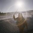 Mikele Palaci. Mongolija, Gobi, Omongovi, 2013. Zaja saulainā dienā ārā pie savas telts. Ziemā temperatūra var nokristies līdz -25C.