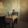 Mikele Palaci. Mongolija, Gobi, Dalanzadgada, 2013. Policijas detektīvs ēd pusdienas policijas iecirkņa ēdnīcā.