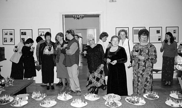 Latvijas Fotogrāfijas muzeja publiskās darbības 10 gadu atzīmēšanas pasākums 2003.g. 30. maijā. Foto - Astrīda Meirāne