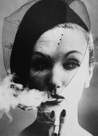 """Viljams Kleins. Dūmi un plīvurs. No žurnāla """"Vogue"""", 1958"""