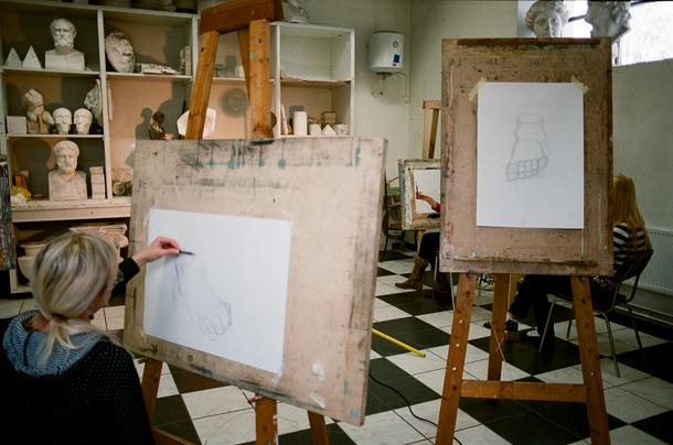 Zīmēšanas nodarbība. Foto - no personīgā arhīva