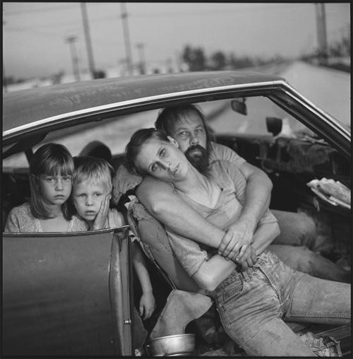 Mērija Elena Mārka. Dammu ģimene savā mašīnā, Losandželosa, 1987