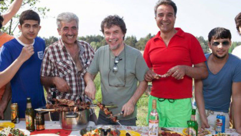 Markoss Lopess (centrā) kopā ar Bolderājas piknika dalībniekiem